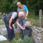 Průběh instalace na hřbitově v Černolicích